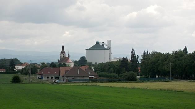 Silo cukrovaru v České Meziříčí.
