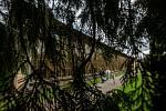 V anglický park s romantickými stavbami a vodopády nechal před dvěma stoletími přeměnit údolí Zlatého potoka pod opočenským zámkem Rudolf Josef Colloredo-Mansfeld (1772 - 1843). Oslavy kulatého výročí parku se staly součástí Víkendu otevřených zahrad.