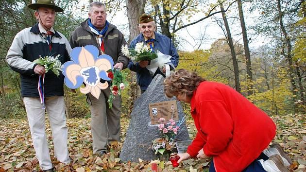 Na den vzniku Československa nezapomněl Josef Uhlíř ze Štěpánovska u Týniště nad Orlicí spolu se zástupci kosteleckých skautů.
