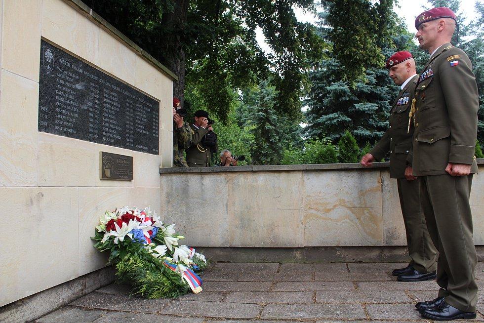 Uctění památky Libora Ligače u jeho pamětní desky.