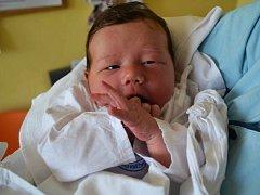 ADÉLKA ČTVRTEČKOVÁ,  tak svou dceru pojmenovali maminka Monika Mrkvičková a tatínek Josef Čtvrtečka z Dobrého. Holčička se narodila 30. dubna v 10:10 s váhou 3600 gramů a délkou 51 cm. Tatínek byl s maminkou u porodu. Doma se na sestřičku těšila Simonka.