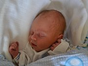 ALEŠ MILICHOVSKÝ  se narodil 2. května v 10:25 rodičům Pavlíně Koblásové a Alešovi Milichovskému. Chlapeček vážil 3120 gramů a měřil 49 cm. Tatínek byl u porodu úplně skvělý a byl velkou oporou. Na benjamínka se doma těšila starší Danielka a mladší Adélka