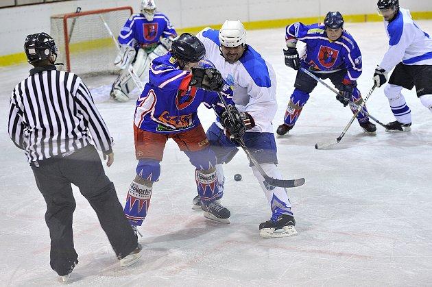 MAGNET třetího kola Rychnovské hokejové ligy vyzněl jasně pro hráče  Rychnova, kteří porazili Častolovice 8:3 a společně s dalšími třemi týmy mají plný bodový zisk.