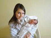 """Sára Lučaníková se narodila 22. listopadu ve 12.04 Šárce a Alešovi Lučaníkovým z Opočna. Vážila 3 180 g a měřila 49 cm.Tatínek nechyběl u porodu. """"Zvládl to moc dobře, cítila jsem neskutečnou podporu,"""" svěřila se maminka."""