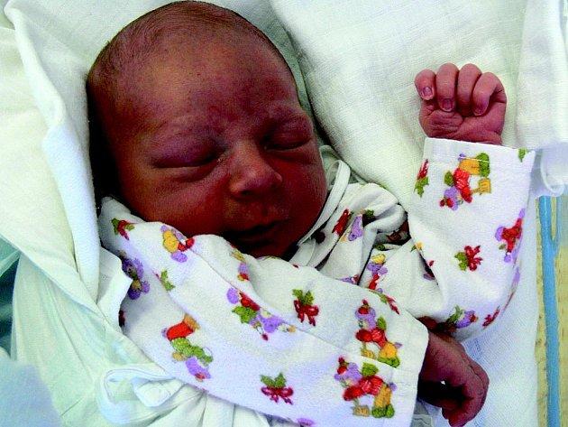 JAN KELLER:   Rodiče Olga Vopršálová a Pavel Keller z Borohrádku mají radost z narození prvního syna Jana. Narodil se 17. 8. v 11.21 hodin (3,64 kg a 53 cm).