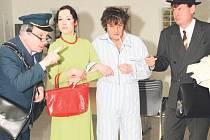 Na prknech Společenského centra Kina 70 v Dobrušce se odehraje již čtvrté, předposlední představení obnovené přehlídky ochotnických souborů.