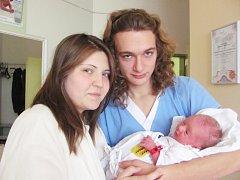NATALLY LÉDROVÁ  je první  radostí pro Veroniku a Tomáše Lédrovi z Vamberka. Svět uviděla 26. listopadu, kdy vážila 2,9 kilogramů a měřila 49 centimetrů. Tatínek byl u porodu a zvládl to  na výbornou.