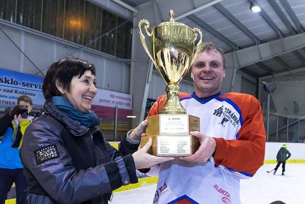 POHÁR pro vítěze Rychnovské hokejové ligy budou obhajovat hráči HC Rychnov.