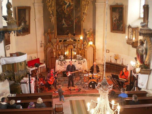 Koncert Oborohu v lukavickém kostele se vydařil.