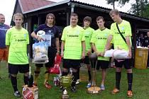 Vítězný tým dvaadvacátého ročníku Dobrušského poháru – United Frýdek-Místek s poháry a cenami.