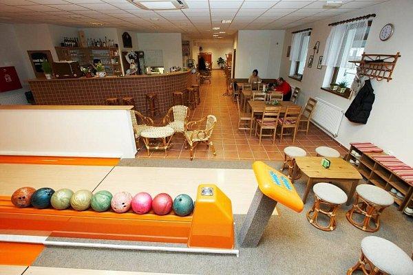 Restaurace a Bowling UZvonečku.
