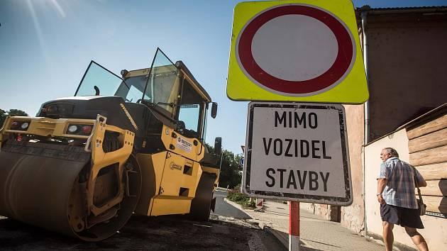 Rekonstrukce kruhového objezdu v Častolovicích.