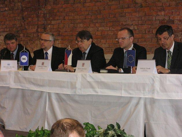 Česká i polská část Euroregionu se sešla na zasedání, které se konalo 29. dubna. Spolupráci všichni zhodnotili jako velmi dobrou a pochválili její přínosy.