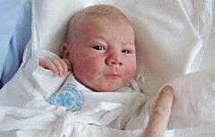LUKÁŠ KLAPAL:  Manželé Hana a Luboš Klapalovi z Rychnova nad Kněžnou se radují ze syna. Svět uviděl 4.února v 8.30  hodin, kdy mu navážili 3,68  kg a naměřili 51 cm. Doma se na brášku těší Tomáš.  Tatínek byl u porodu a zvládl to perfektně.