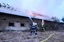V Albrechticích hořel bývalý vepřín