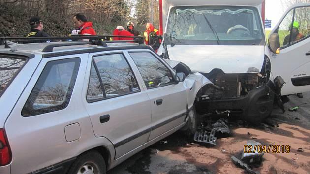 Vrtulník v akci, v Opočně se střetlo auto s dodávkou.