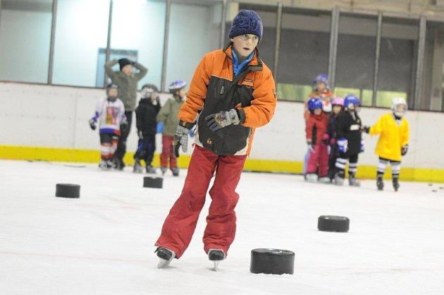 Den kosteleckého hokeje se náležitě vydařil.