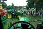 Přehlídka zemědělských strojů v Houdkovicích.