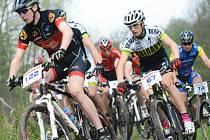 V PLNÉ RYCHLOSTI. Trať v lese Včelném prověří kvality účastníků jubilejního desátého Stalak Bike Cupu.