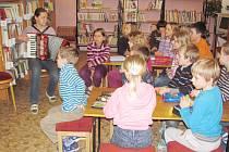 NOCOVÁNÍ V KNIHOVNĚ BYLO pro děti z prvního stupně  vítaným zpestřením, na které nezapomenou.