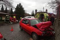 Střet aut odnesl jeden člověk zraněním.