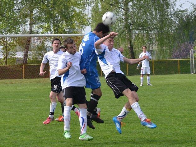 Hlavičkový souboj. Rychnovští dorostenci v utkání Východočeského přeboru podlehli týmu RMSK Cidlina B 1:3.