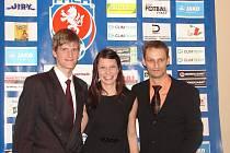 DOBRÁ NÁLADA provázela v průběhu Galavečera krajského fotbalu Filipa Stiebra a jeho přítelkyni Hanu.
