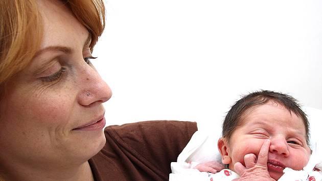 LUCIE LEPŠOVÁ: Martina a René Lepšovi z Rychnova nad Kněžnou se těší z narození prvního potomka. Dcera Lucinka přišla na svět 26. ledna 2009 ve 12.19 hodin (2,9 kg, 49 cm). Rodiče o pohlaví svého dítěte dopředu věděli. Tatínek si u porodu vedl skvěle.