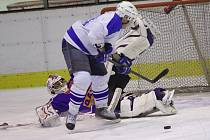 JASNÁ ZÁLEŽITOST. V prvním finálovém utkání Rychnovské hokejové ligy favorizovaný HC Rychnov porazil bez problémů oslabený tým HC Častolovice, kterému nastřílel deset branek.