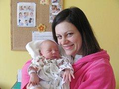 TOBIÁŠEK PLESL je třetí radostí pro manžele Hanu a Lubomíra Pleslovi z Javornice. Chlapeček se narodil 22. února ve 2.25 hodin s váhou 3,50 kg a délkou 52 cm. Doma se na bratříčka těší Lubošek a Hanička. Tatínek to u porodu zvládal jako zkušený otec.