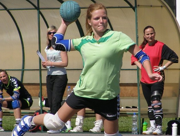 Třemi góly se podílela  Andrea Henclová (na snímku) na výhře Dobrušky nad Studénkou.