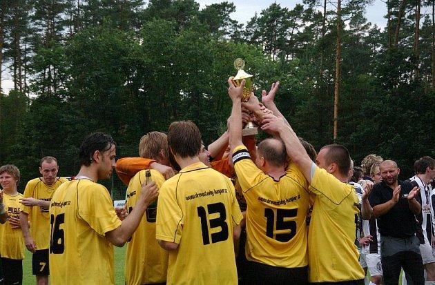 Z 36. ročníku fotbalového turnaje Štít Albrechtic, který vyhrálo domácí mužstvo SK Albrechtice nad Orlicí.