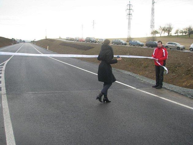 Otevřeli obchvat, který ulehčí dopravě v Solnici