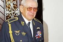 Čestný občan Dobrušky. Tím se stal Miroslav Štandera v roce  2008. Nikdy se nepovažoval za hrdinu. Vždy byl galantní muž.