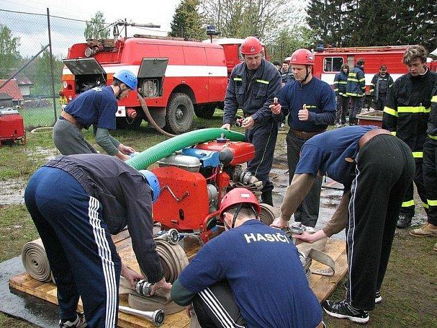 Okrsková soutěž v požárním útoku v Deštném v O. h.