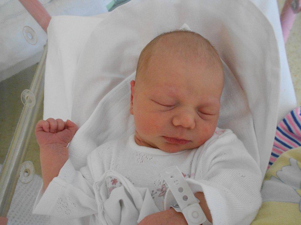 ROZÁLIE VAŠATOVÁ se narodila 8. září ve 4.09 hodin rodičům Monice a Miroslavovi z Olešnice. Měřila 50 cm a vážila 3180 g. Doma se těšil bráška Matěj. Tatínek byl u porodu velkou oporou.
