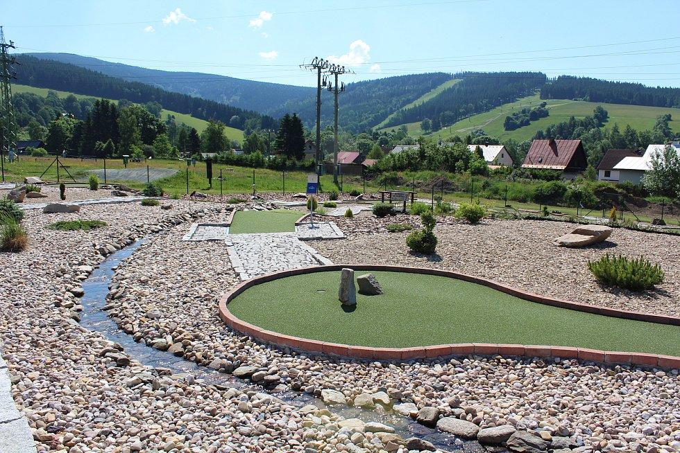 Z hřiště adventure golfu v Deštném v Orlických horách v sousedství muzea.