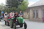 Traktory vyrazily na spanilou selskou jízdu.