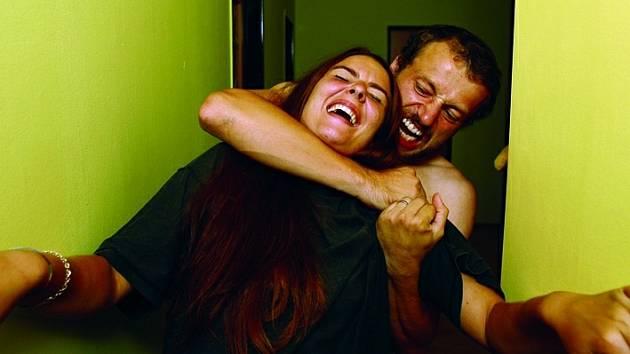 Agrese se neodehrává pouze mezi partnery, fyzicky se  napadají i děti  a rodiče.