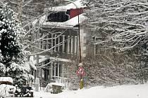 Dětský domov v Sedloňově během zimy.