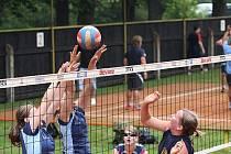 Na 44. ročníku dvoudenních Letních turnajů ve volejbale  v areálu VK AŠ Kvasiny se představilo celkem dvaačtyřicet družstev.