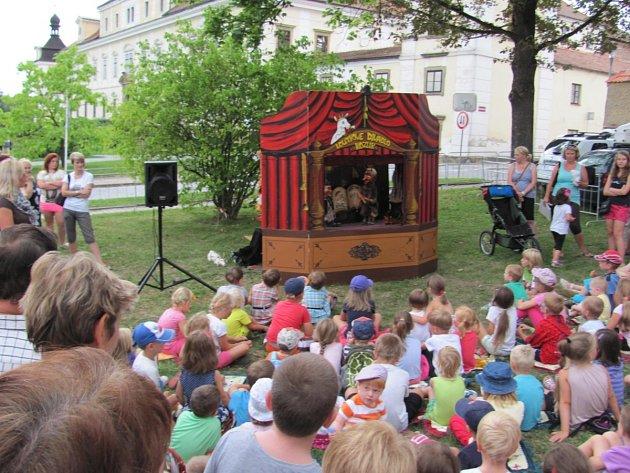 Zábava byla přichystána také pro děti, ty si užily loutkové divadlo.