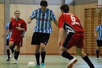Vstup do sezony se hráčům týmu Bomby k tyči Vamberk (v pruhovaných dresech) nepovedl, když dva úvodní zápasy nového ročníku celostátní ligy sálového fotbalu – futsalu prohráli.