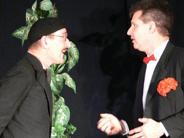Hra Podivné odpoledne Dr. Zvonka Burkeho v podání Divadelního souboru Zdobničan v Javornici.