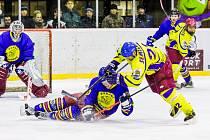 Okresní hokejové derby na opočenském ledě nabídlo řadu soubojů.