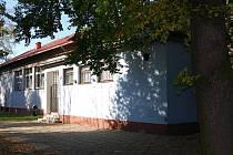 Radnice města má v plánu do budoucna rekonstruovat také kulturní dům, který v Archlebových sadech stojí.