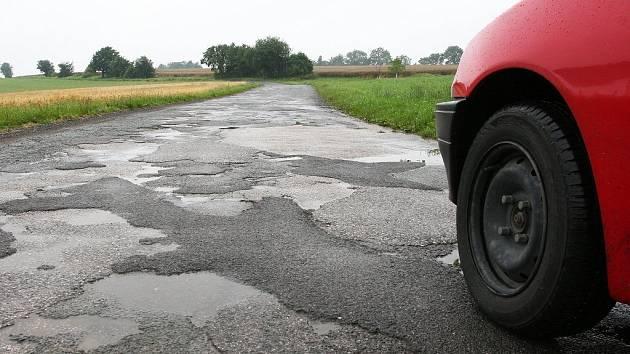 Cestu, která spojuje Chlístov s Novým Městem nad Metují, kraj nechce.