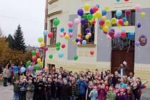 Znovuotevření základní školy v Doudlebách při příležitosti svého výročí