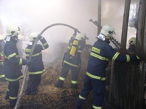 Požár objektu v Křivicích.