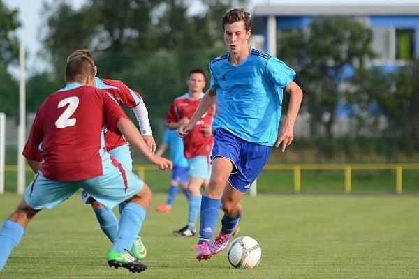 Solničtí fotbalisté (ve světlých dresech) vstoupili do nové sezony úspěšně, když na svém hřišti porazili třígólovým rozdílem rezervní tým Dobrušky.